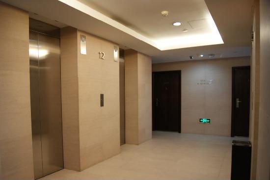 Mingjie Apartment Hotel Dalian Bainianhui: 12层楼,有4部客梯哦