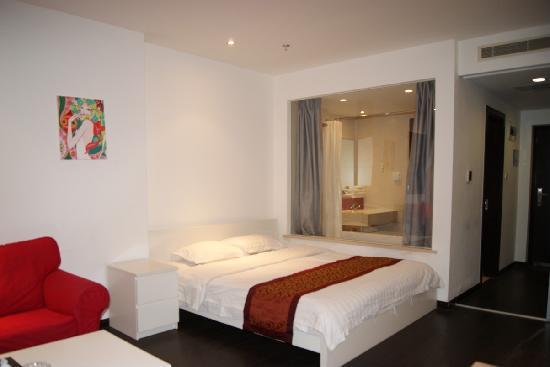 Mingjie Apartment Hotel Dalian Bainianhui : 精品大床房,床宽1.8*2米