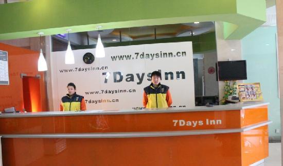 7 Days Inn Kaifeng Gulou Square Xueyuanmen : 前台