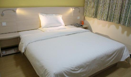 7 Days Inn Kaifeng Gulou Square Xueyuanmen : 大床房