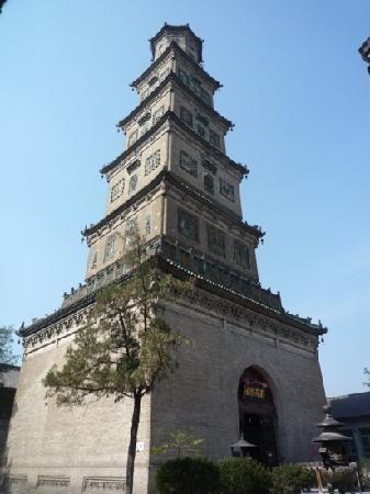 Dongguang County, Trung Quốc: 铁佛寺中白塔