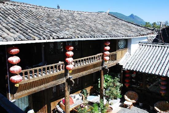 Huayang Nianhua Inn Lijiang Yangguang Lijiang: 在二楼拍的
