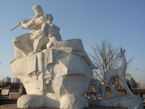 Wuyi Square: 五一广场雕像
