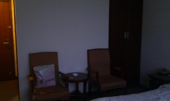 Eastern Stars Garden Scenery Hotel: 沙发壁橱