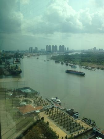 Renaissance Riverside Hotel Saigon: River view at Lounge 19 floor