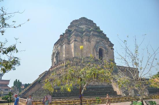 雄伟古庙 - Picture of Wat Chedi Luang Varavihara, Chiang Mai ...