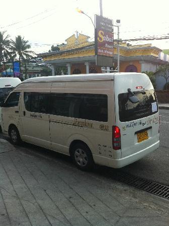 Red Planet Pattaya: 楼下的minibus