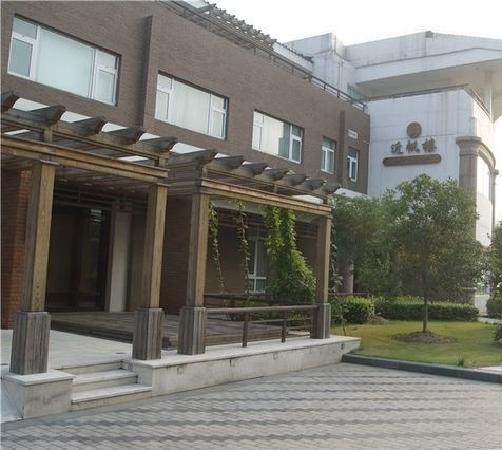 Dongshan Hotel: 门口
