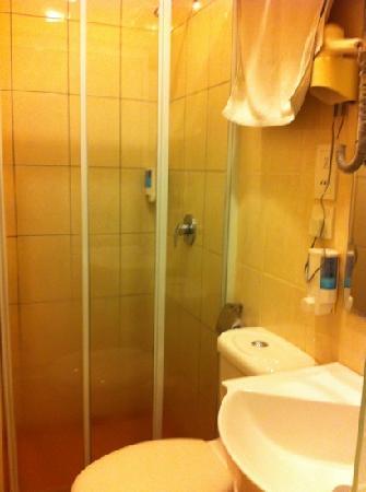 DeGalleria Hotel: 洗手间