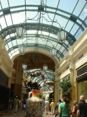 Hilton Grand Vacations at the Flamingo: shopping