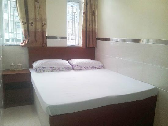 Yilong Hotel : 标准大床房(1.56米)