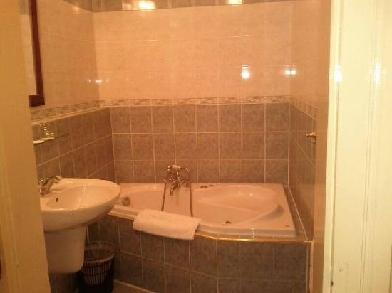 Hotel Golden deer: toilet夠大,但水壓不夠力