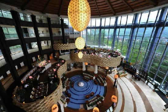 Huashuiwan Jinling Hotel: 大厅很大气