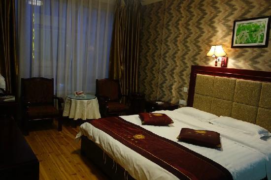 Mount Emei Shanshen Hotel : 大床