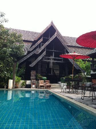 Rainforest Boutique: 很赞的泰北建筑,还有不错的游泳池