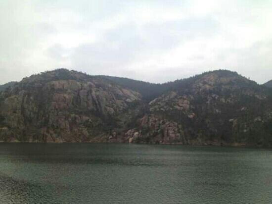 Zhaohu Mountain: 山海一色