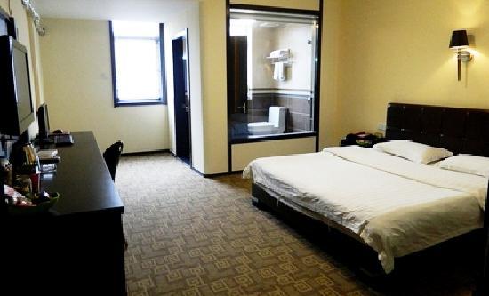169 Xuanwu Hotel: 干净整齐、床单、被子洁白如新,淡雅整洁、配套齐全,明亮与柔和交相映衬,柔软的床被,舒适的睡一个好觉。独立卫浴,全天二十四小时热水更会让您感受到家的温暖