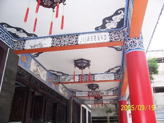 Mile Huibinlou Hotel: 彩绘2