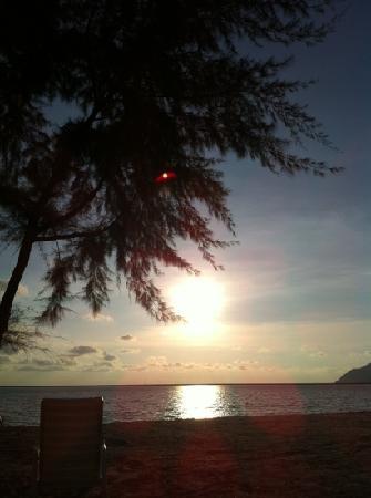 Century Langkasuka Resort: 酒店海滩