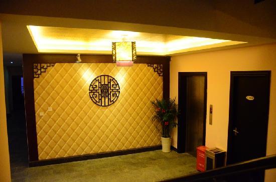 Ali Moutain Hotel : 电梯
