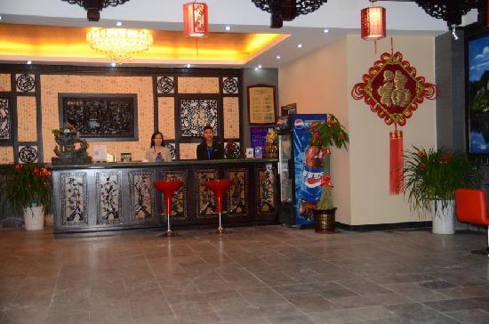 Ali Moutain Hotel : 前台接待