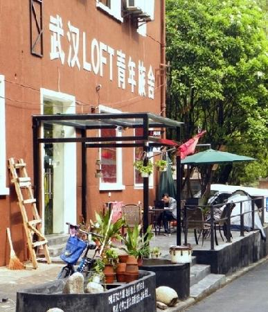 LOFT Youth Hostel : 门口
