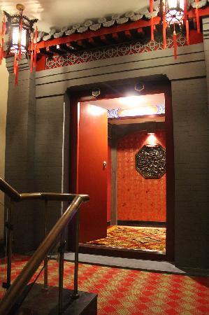 Huguosi Hotel: 京剧票房大门