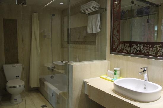 Huguosi Hotel : 卫生间