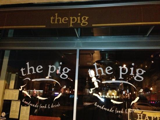 The Pig: 门口