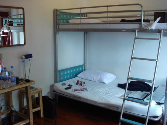 Sukhumvit On Nut Guesthouse: 高低床,单间,最多可以睡三人,下二上一