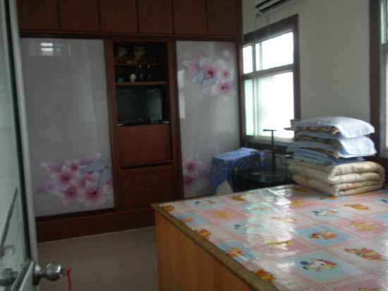 Xinrui Fishing Hotel : 民俗客房是中国北方特有的火炕,冬暖夏凉,有独立卫生间