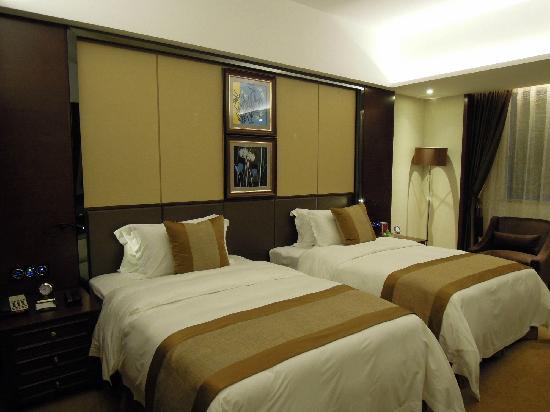 Maoming International Hotel: 床(茂名国际大酒店)
