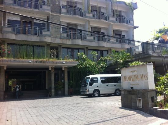 Champlung Mas Hotel: 外观