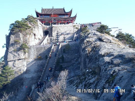 Jiuhua Mountain: 天台正顶,气势雄伟壮观