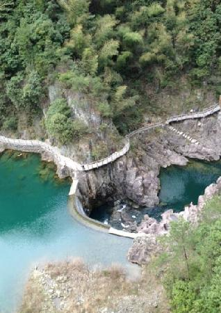 Shibawo Scenic Resort of Pan'an: 磐安十八涡