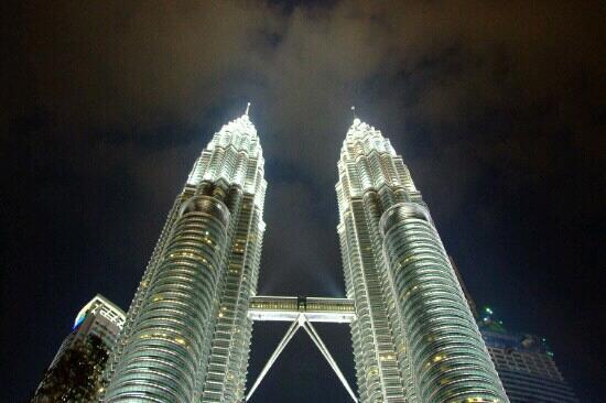 Kuala Lumpur Convention Center : 在广场看双子塔