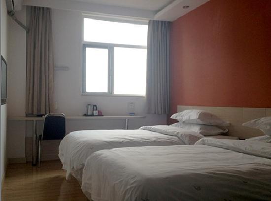 Fairyland Hotel Kunming Xinwen Road: 双床房