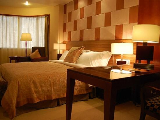 Jin Feng Hotel: bed