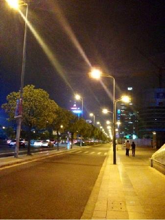 Century Boulevard : 世纪大道
