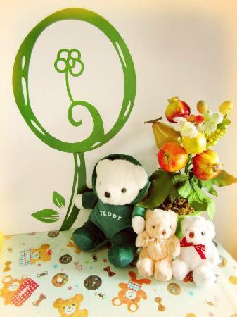 Tell The Story Tainan B&B : 桌上布置的小熊很可愛