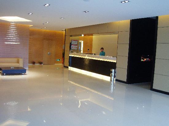 Jinjiang Inn (Wuhan Xinhua Road) : 酒店前台