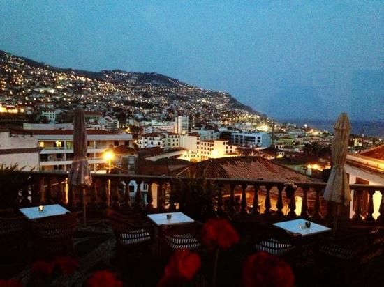 Hotel Monte Carlo: night view