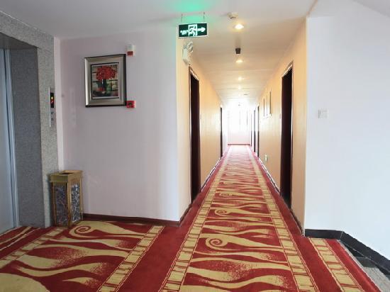 Weimei Siji Hotel : 走廊照片