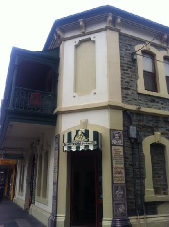 Adelaide's Shakespeare Backpackers International Hostel: shakespeare backpacker