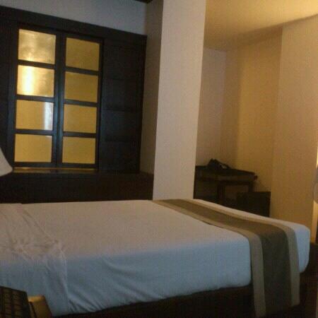 Suriwongse Hotel: 房间一角