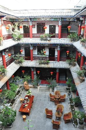 Xiangyue Dali Hotel: 酒店内部回字形结构