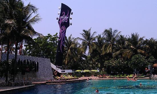 Hard Rock Hotel Pattaya: 酒店房间望到泳池和海滩