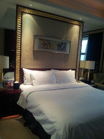 Celebrity Ruicheng Hotel: 软软的大床
