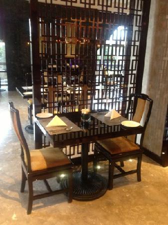 Sheraton Shanghai Waigaoqiao Hotel : 自助餐厅