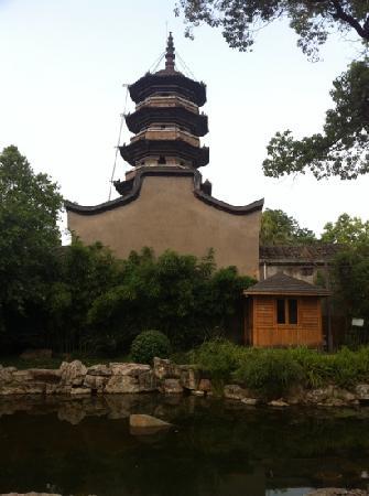 Wuta Tower: 倾斜的乌塔